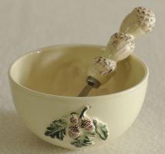 Acorn Design Bowl & Spreader Set