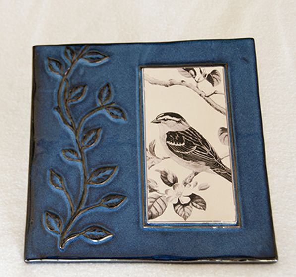 Ceramic Sparrow Garden Wall Plaque (Blue Border).