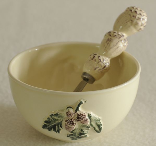 Acorn Design Bowl & Spreader Set